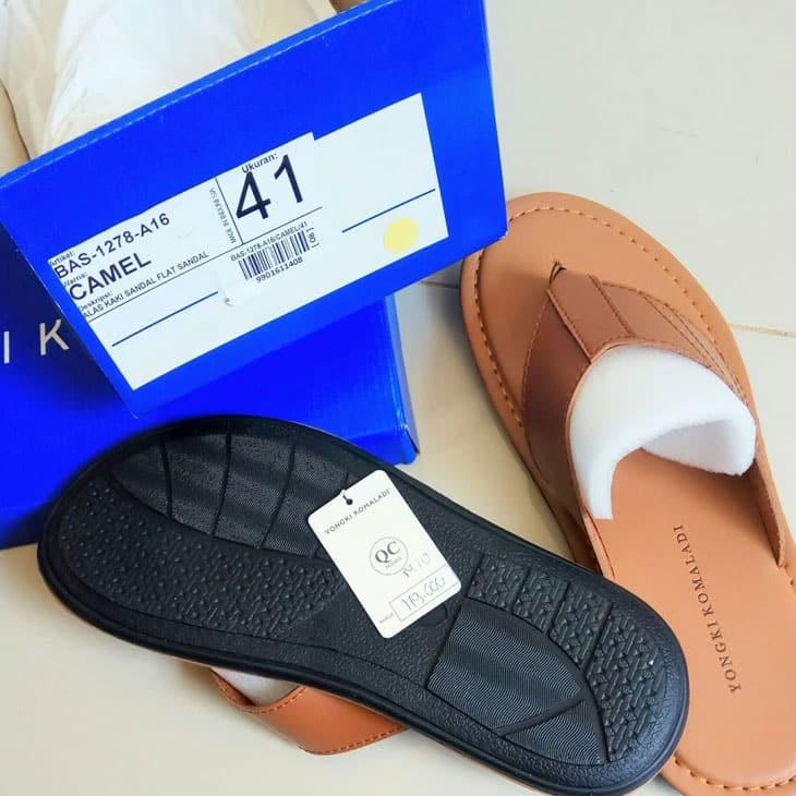 Yongki Komaladi Sandal Jepit Kulit