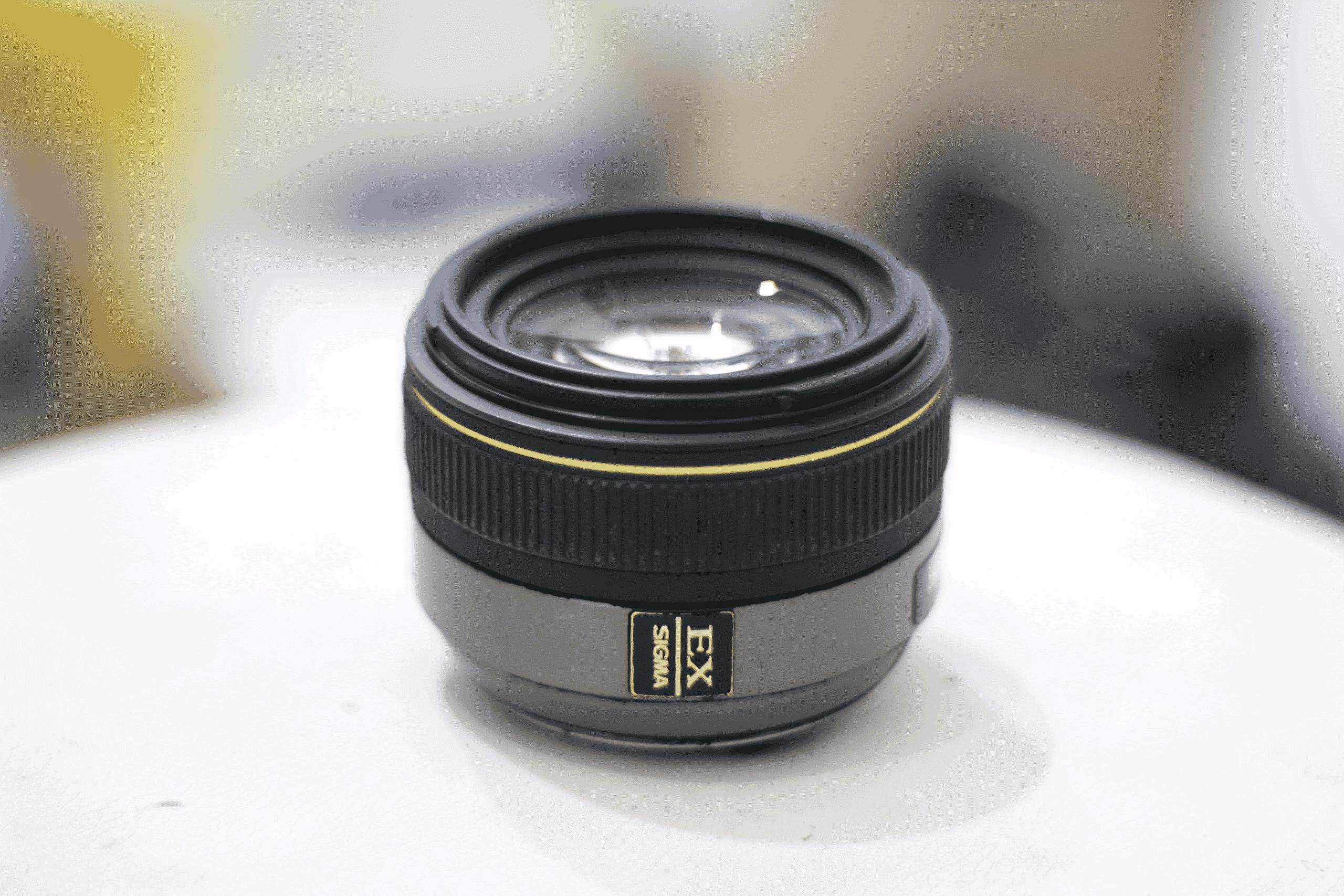 Gunakan-kamera-dengan-lensa-yang-mempunyai-aperture-besar-atau-wide-aperture